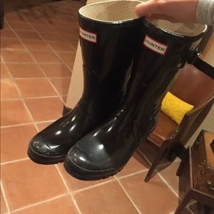 Black short hunter boots